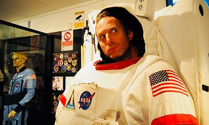 space-spacesuit-robinesrock