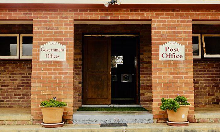 hutt-govt-office---robin-esrock