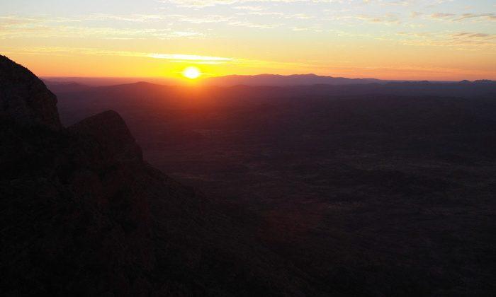 larapinta-sunrise-Robin-Esrock
