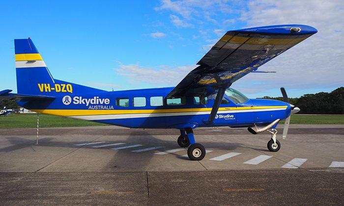 skydive-plane-robin-esrock